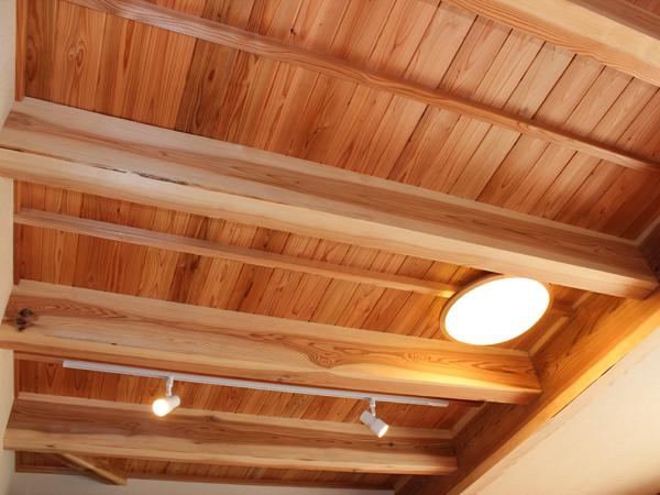リビングの杉天井